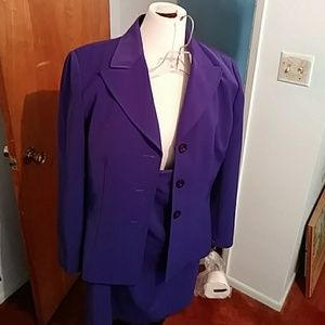 NWT Le Suit Essentials deep purple skirt suit